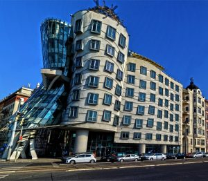 critical-thinking-paper-frank-gehrys-dancing-house